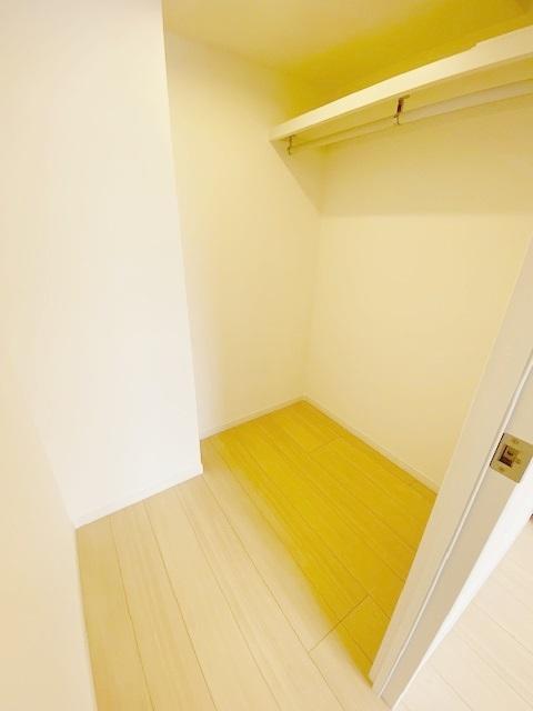 洋室 約6.0帖(主寝室)のウォークインクローゼットです。