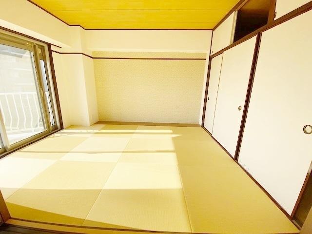 お子様のお昼寝スペースや、洗濯物をたたむのに便利です。客間やリビングの延長としても使えます。
