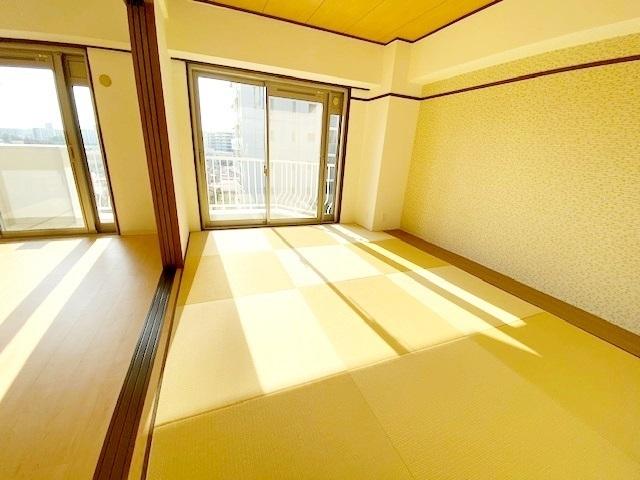 こたつを置けば居間に、布団を敷けば寝室になり、汎用性が魅力の和室です。