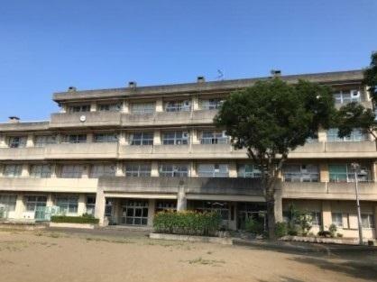 千葉市立稲浜中学校 850m