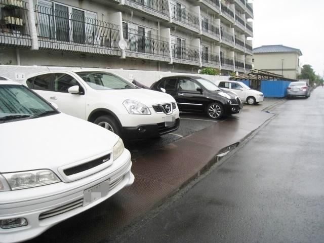 敷地内・駐車場(月額:10,000円)完備です。