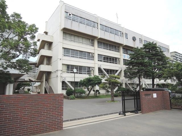 習志野市立第一中学校 1350m