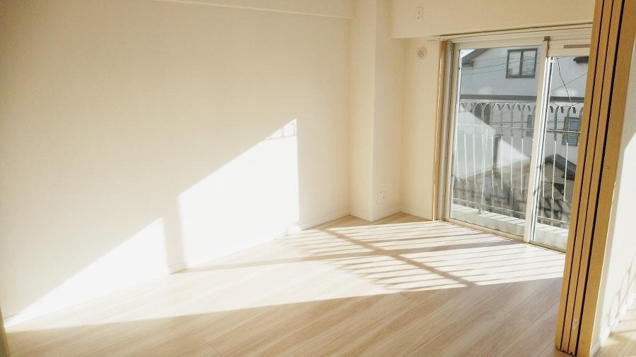 洋室6.3帖。 南西向きの明るいお部屋です。