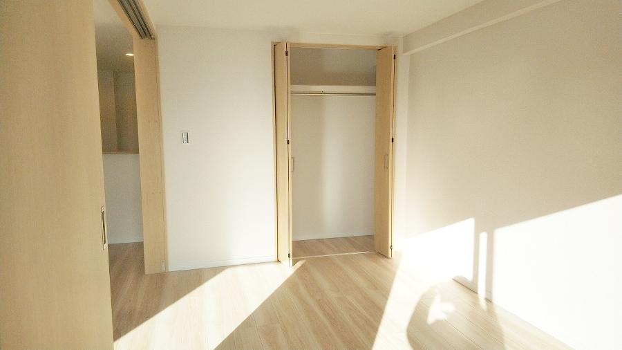 洋室6.3帖の収納スペースです。