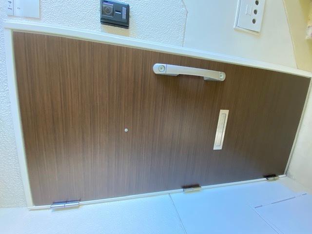 来客時も訪問者の顔が見える、安心のTVモニター付きインターホン完備です。