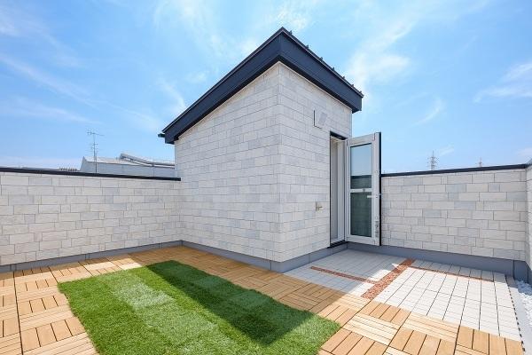 【スカイバルコニー施工例】夢の屋上庭園で様々な行事が楽しめますね♪