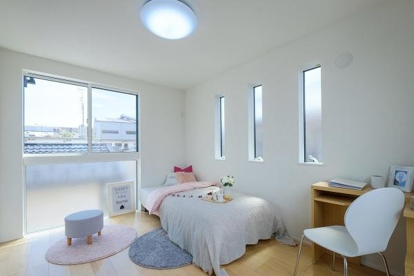 【内観施工例】全居室備え付きの収納でお部屋を広く快適に♪