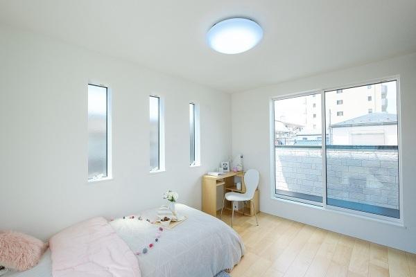 【内観施工例】2面採光の明るい居室