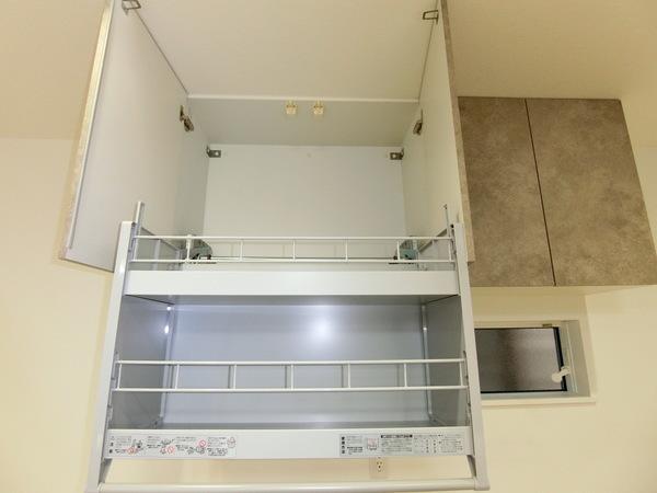 【内観施工例】吊戸棚の置くスペースまで余すことなく使えるリフトダウンウォール