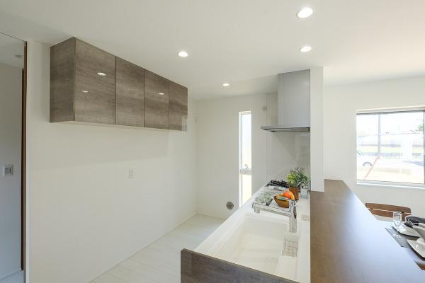 キッチン施工例 人気の対面式キッチン採用で毎日の料理も力が入ります!