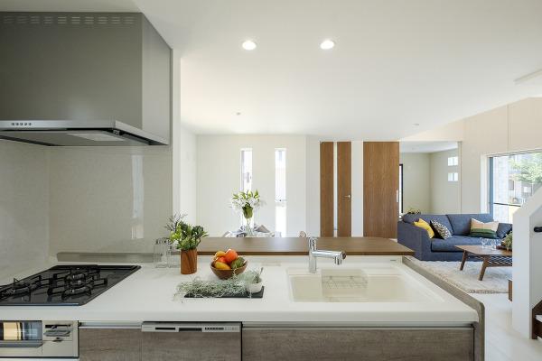 【キッチン施工例】奥様の味方システム対面式キッチン採用。食洗器も完備で、洗い物もラクラクです