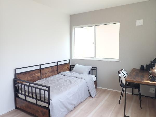 【内観施工例】窓を多く取りいれて明るい居室です!