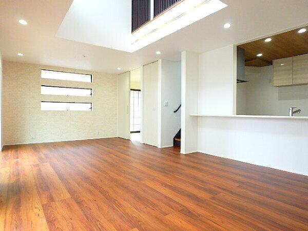 【内観施工例】 リビング施工例。 家族全員が集まる空間。 やっぱりここが落ち着く空間。