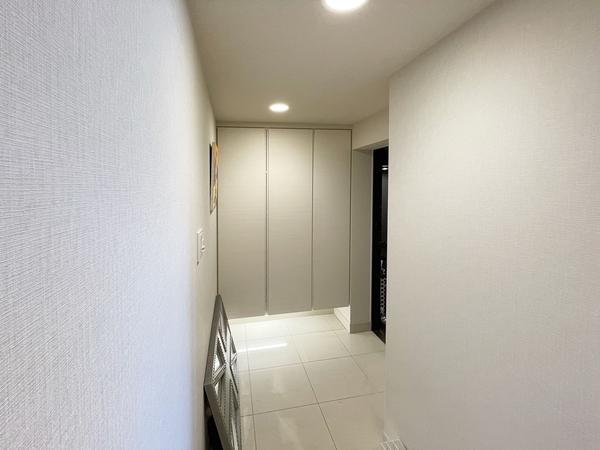 高級感あふれる玄関。たっぷり玄関収納。