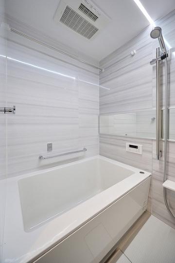 一日の疲れを癒してくれる浴室です。