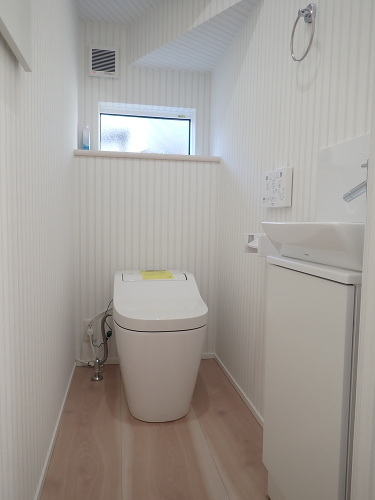 【内観施工例】白を基調とした清潔感あふれる洗面所