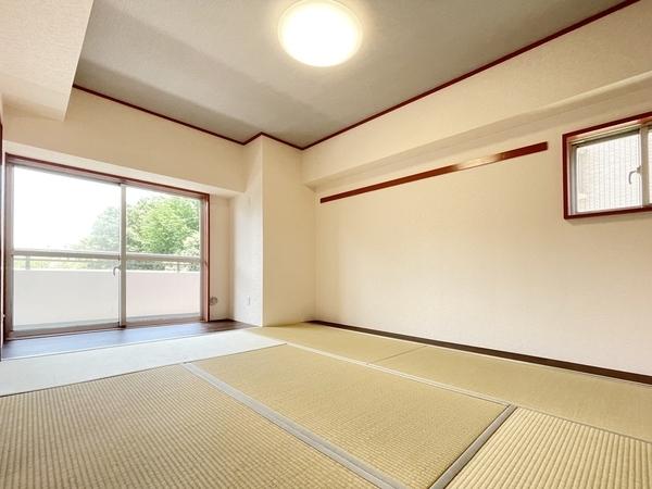 畳の匂いで心が癒される和室。
