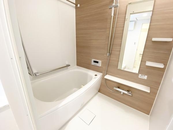 追い焚き機能付きの浴室。