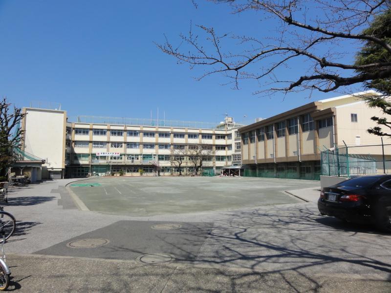 北区立田端中学校 330m