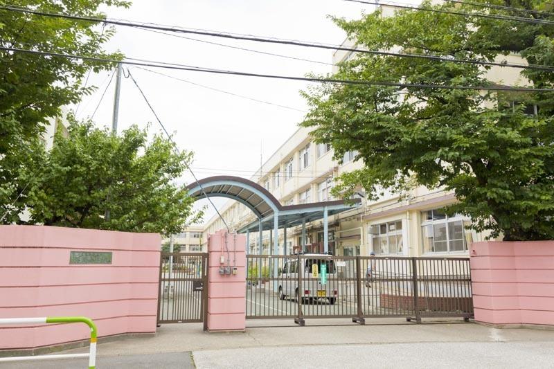 【システムキッチン】シンプルで;;;;洗練されたデザインのシステムキッチンは機能も充実。(食器洗洗浄機能付)