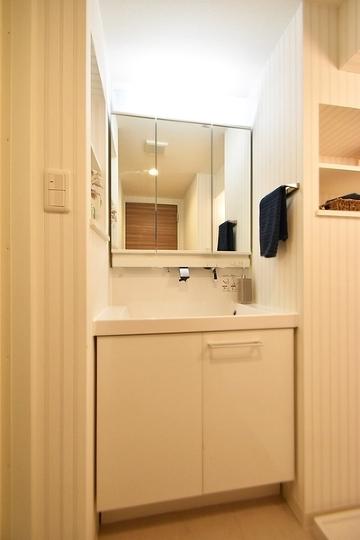 あると嬉しい浴室乾燥機付です。