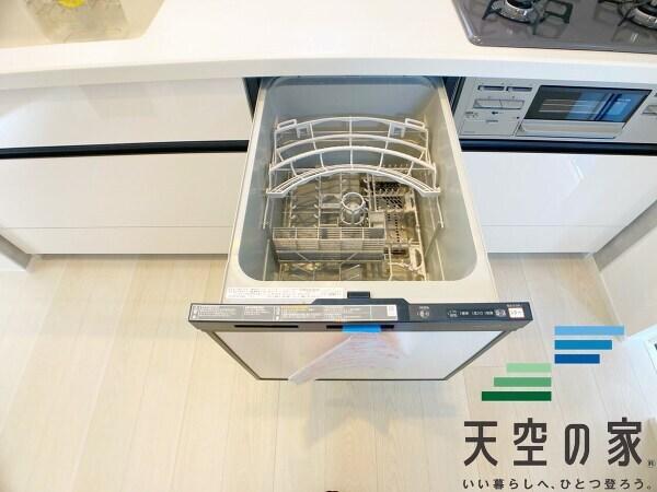 【タンクレストイレ】 スタイリッシュなタンクレストイレ採用でお掃除も楽々です♪