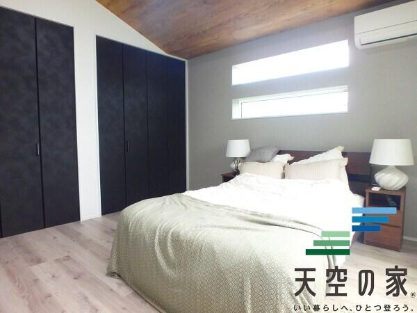 【タンクレストイレ】スタイリッシュなタンクレストイレ採用でお掃除も楽々です♪