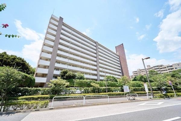 京王線「芦花公園」駅まで徒歩約5分。