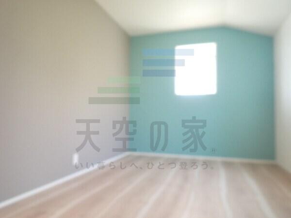 趣味を楽しんだり、お子様と遊んだりと様々な用途に合わせて使うことができる洋室です。