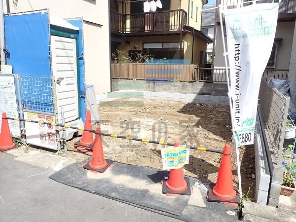 JR総武線「本八幡」駅から徒歩15分です。