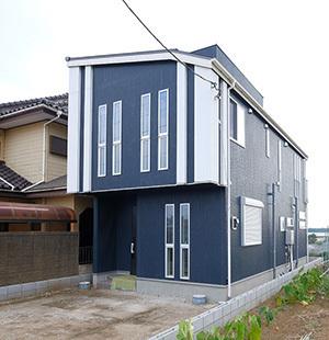 ブルー×ホワイトのデザイン性を家